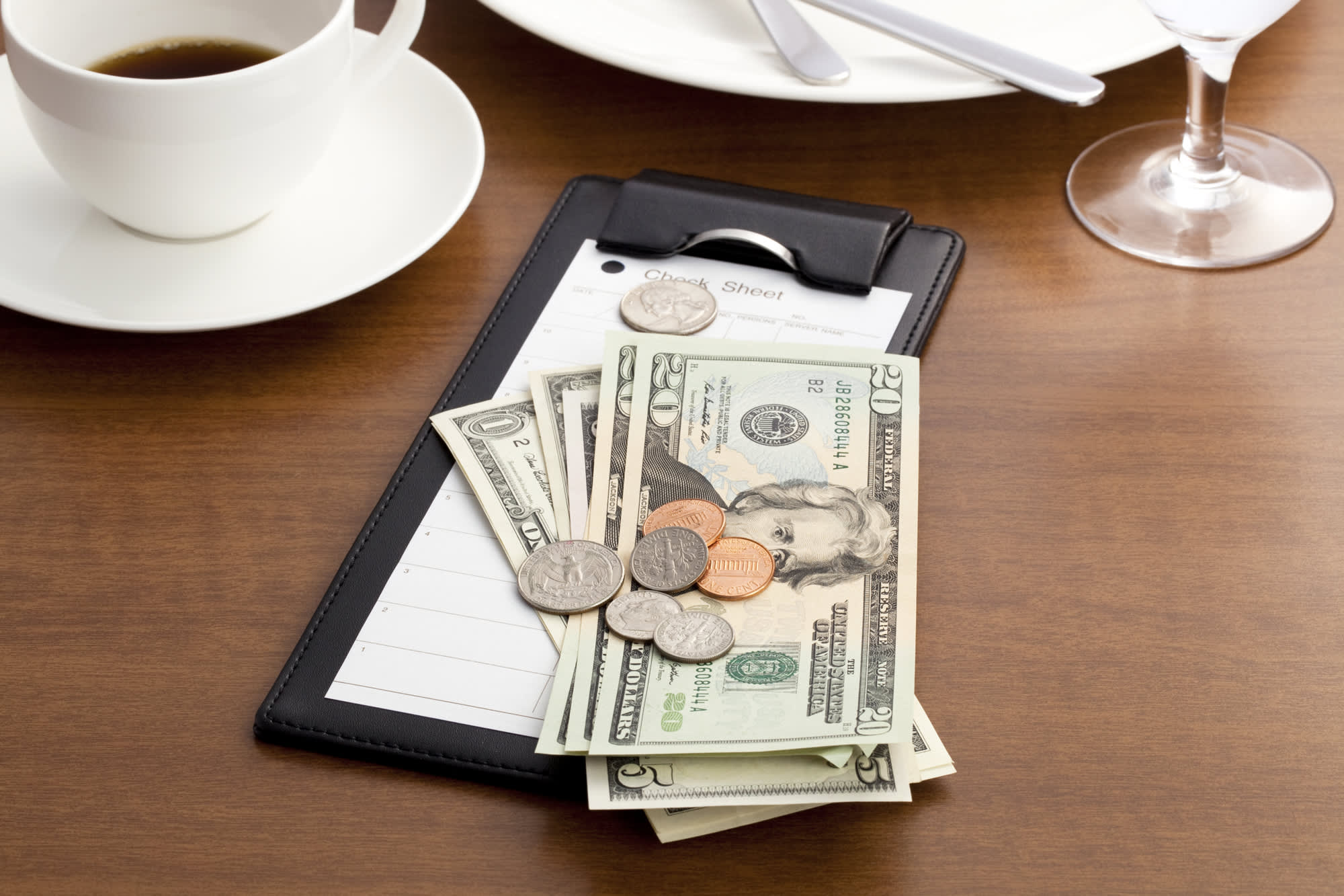 Here's how much other people really tip