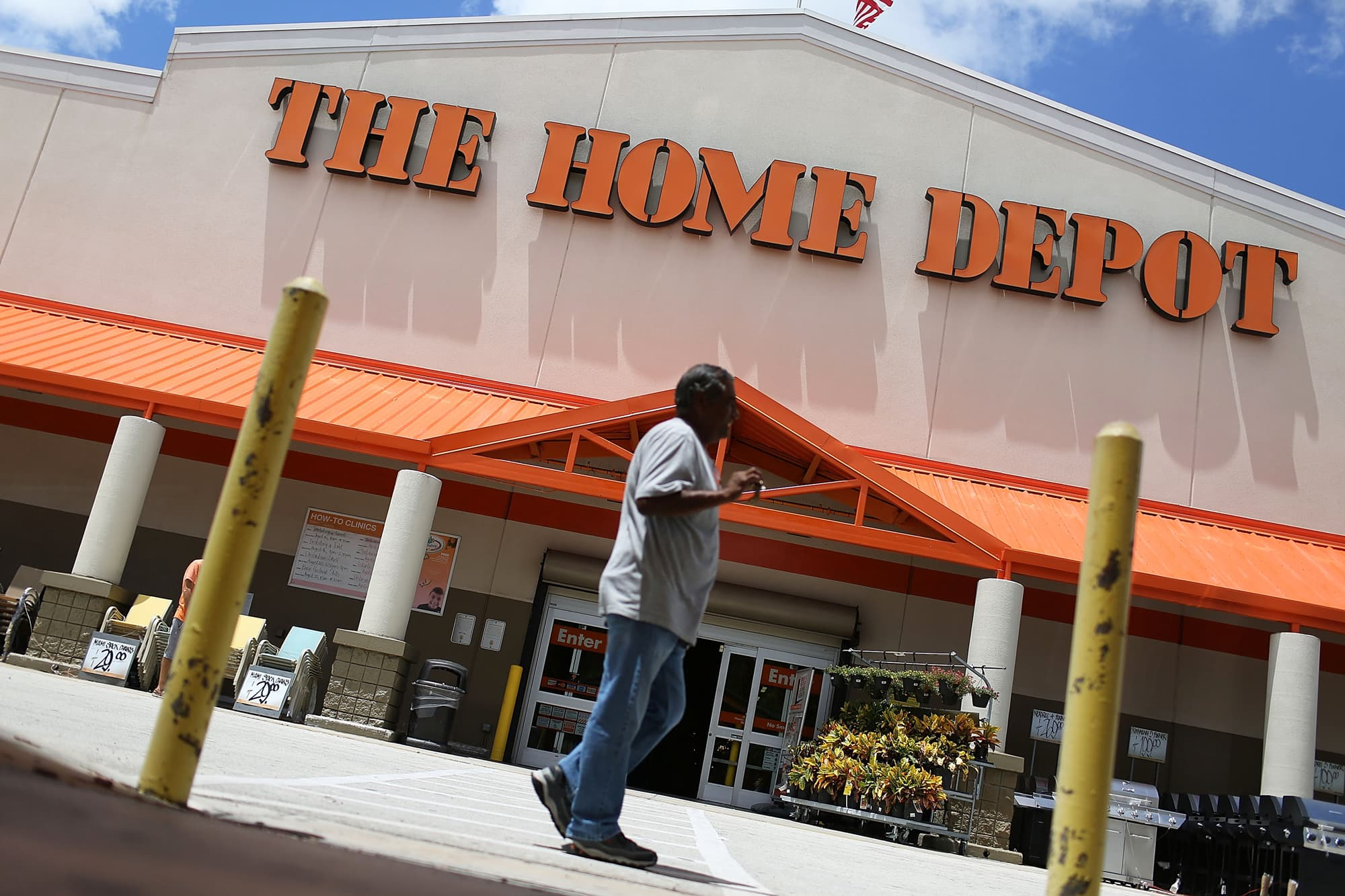 Home Depot Employee Benefits >> Home Depot Employees To Get Up To 1 000 Bonus Due To Tax Reform