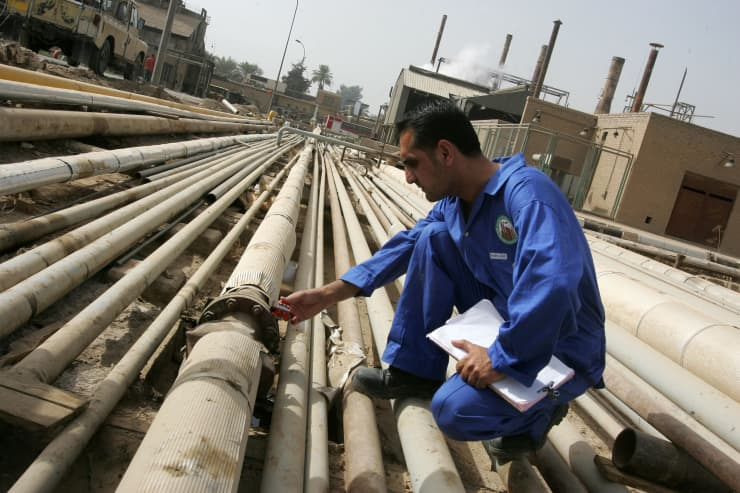 Reusable: Iraq Oil Daura oil refinery Bagdad 091105