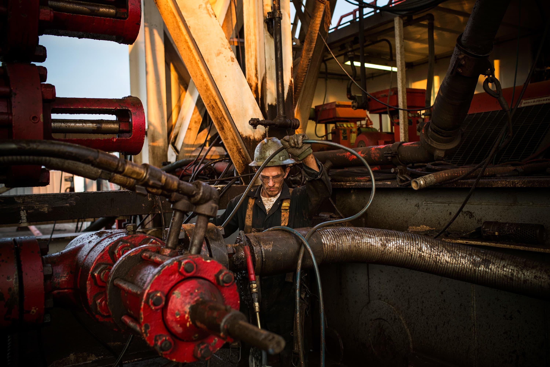 Reusable: Oil worker 130728