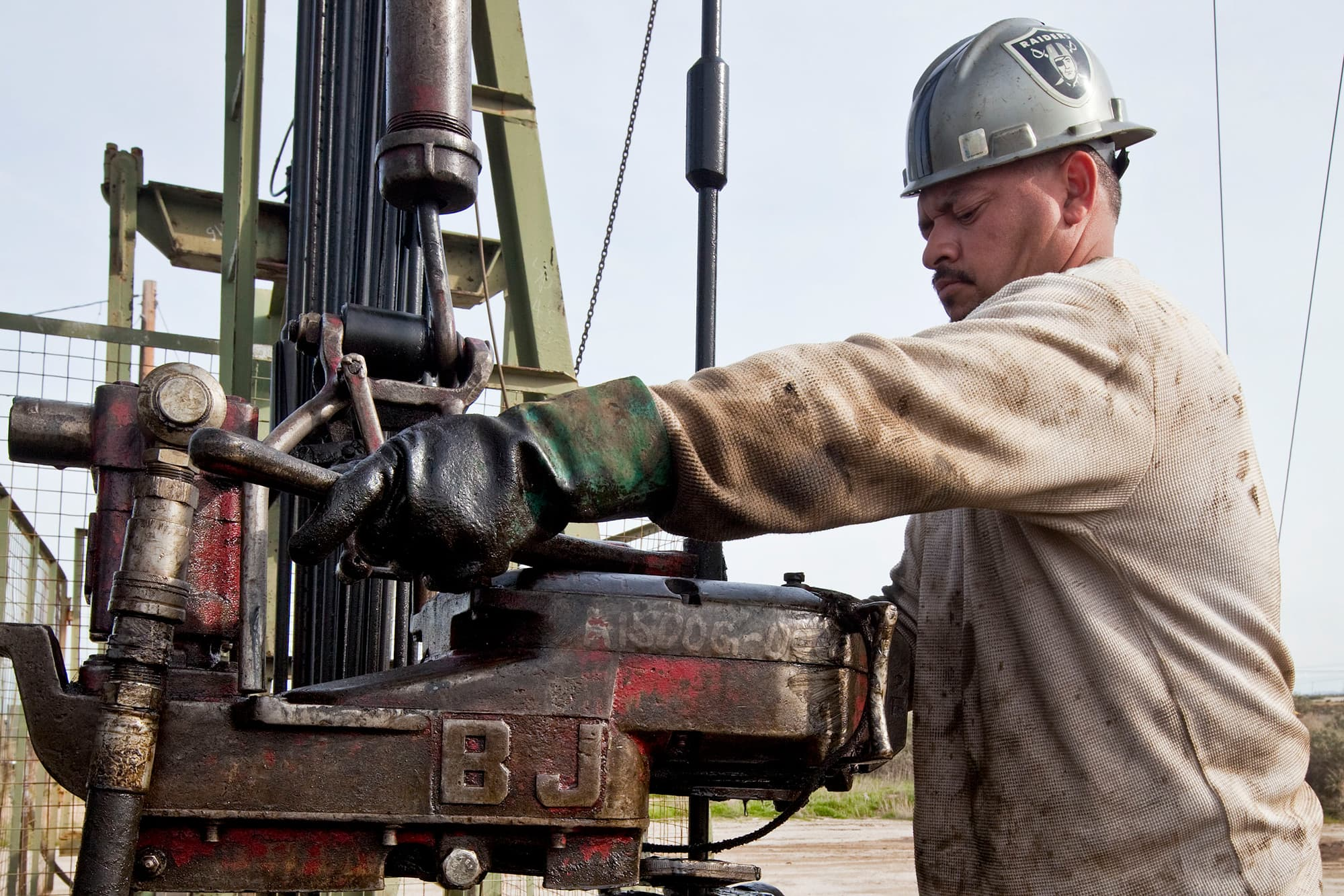 GP: Worker on oil drilling rig Chevron 100211
