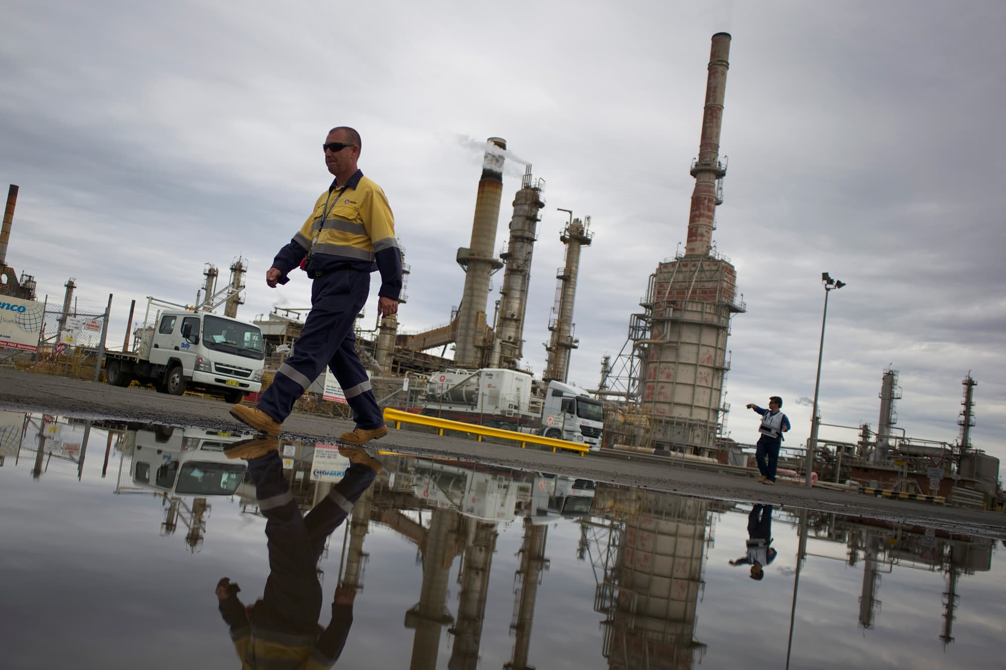 Oil extends gains, supported by surprise US jobs report thumbnail