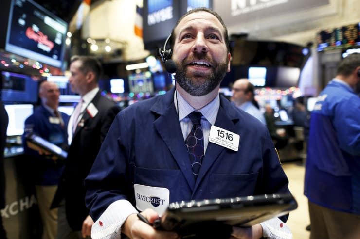 RT: NYSE trader happy 151215