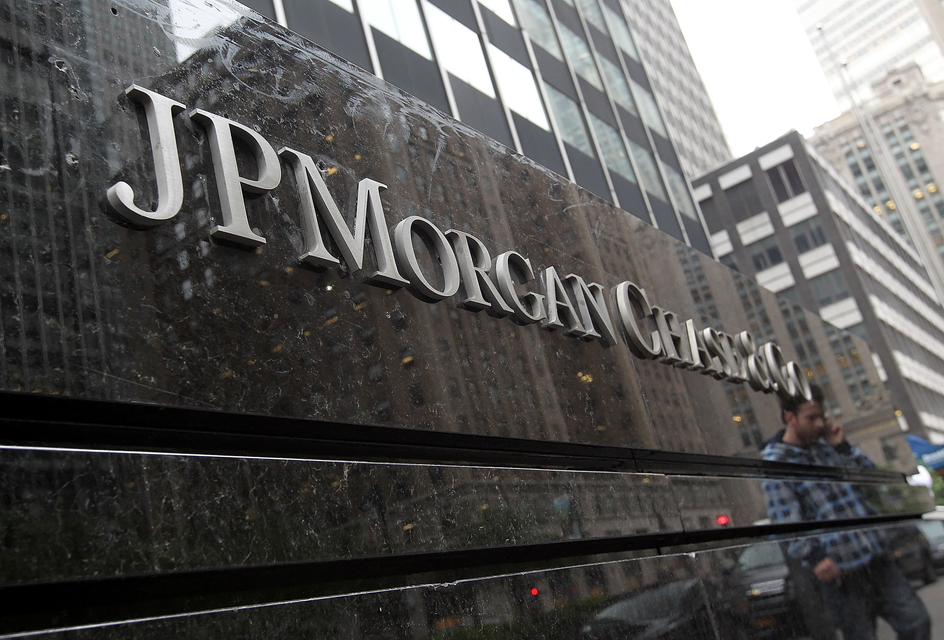 JPMorgan to pay almost $1 billion fine to resolve US investigation into trading practices