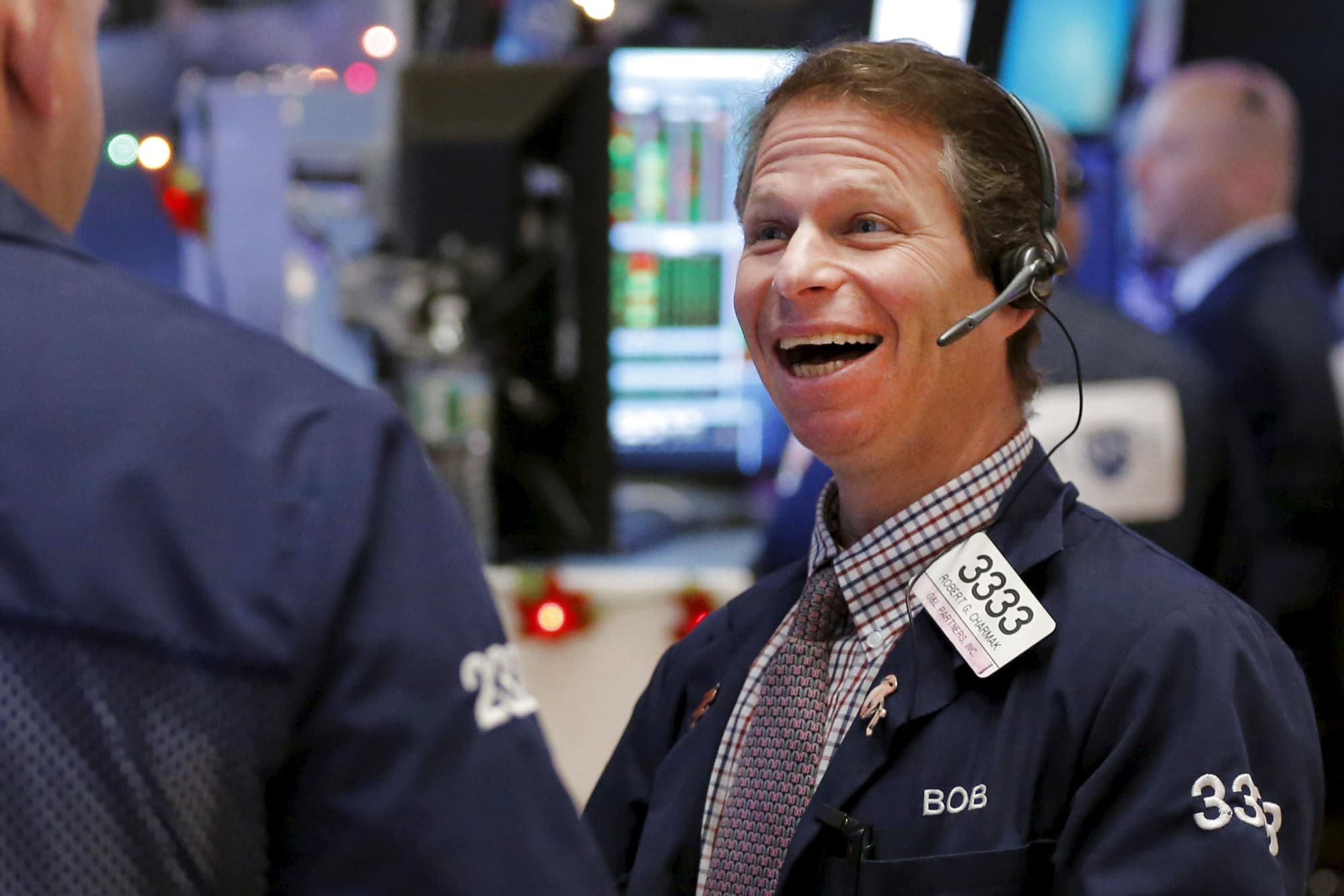 Dow and Nasdaq close at record highs amid expectations for the Fed to lower rates