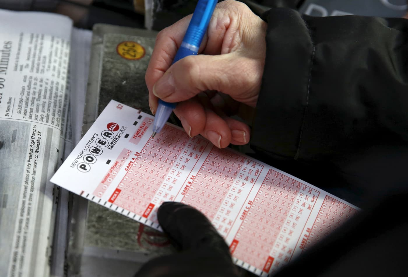 $560 million Powerball winner gets cash and can keep her anonymity