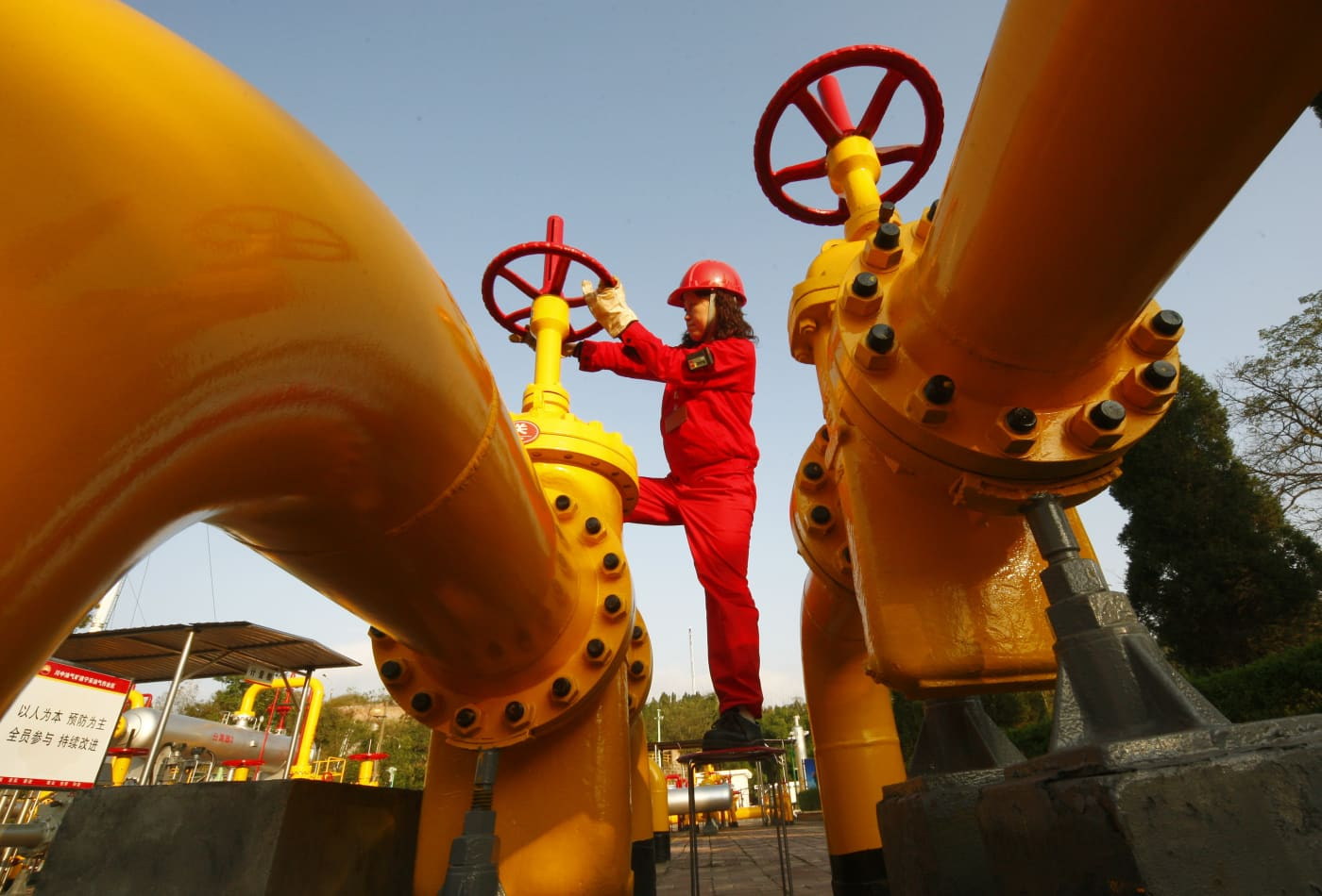 Global oil demand set to see first quarterly decline in over 10 years, IEA says