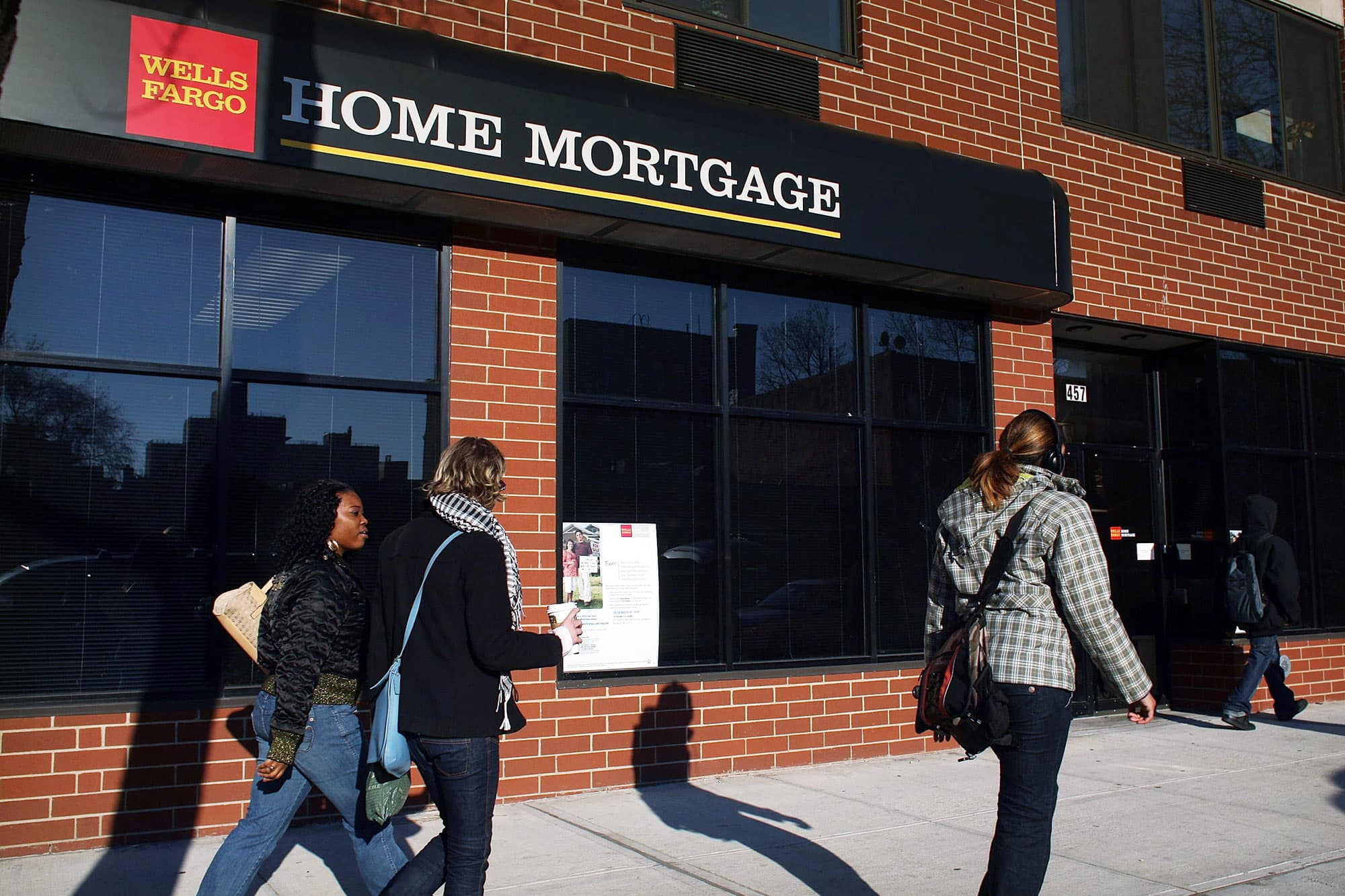 Weekly mortgage refinances jump 10% as rates drop to the lowest level since August