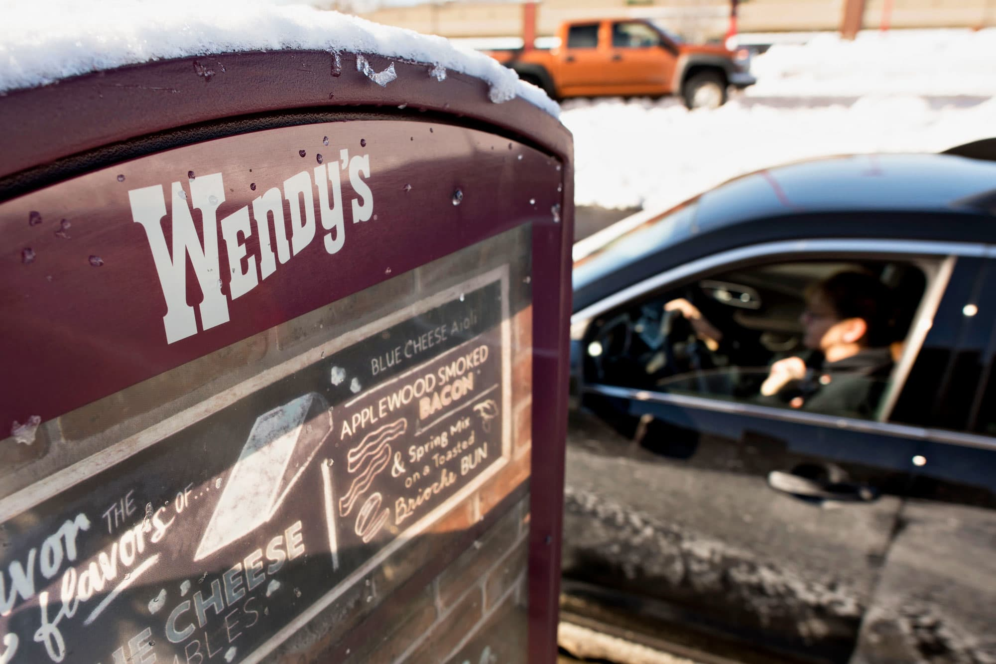 Analysts are skeptical about Wendy's nationwide breakfast; stock sinks 10%