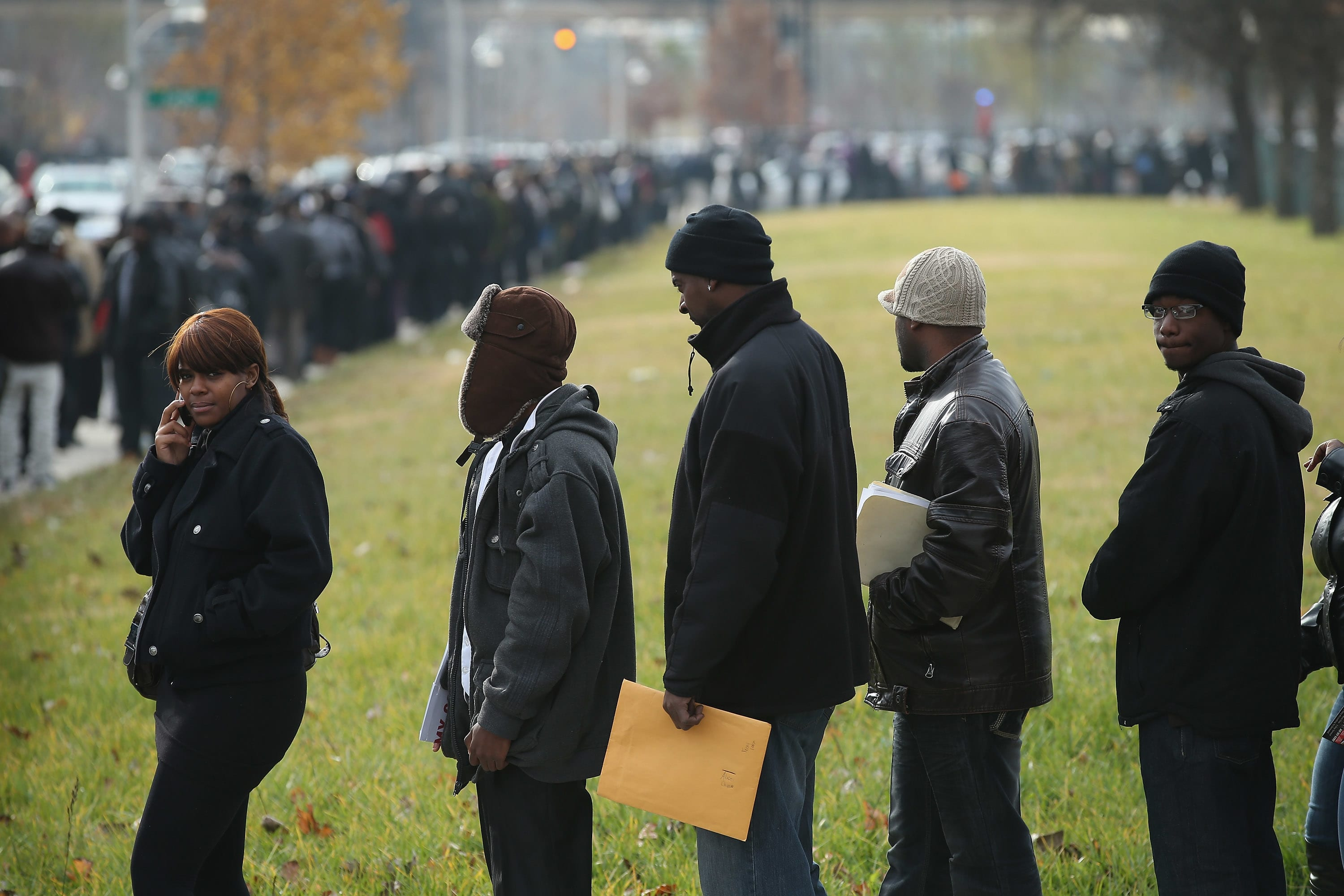 Job seekers wait in line at Kennedy-King College to attend a job fair hosted by the city of Chicago in Chicago, Illinois. (File photo).