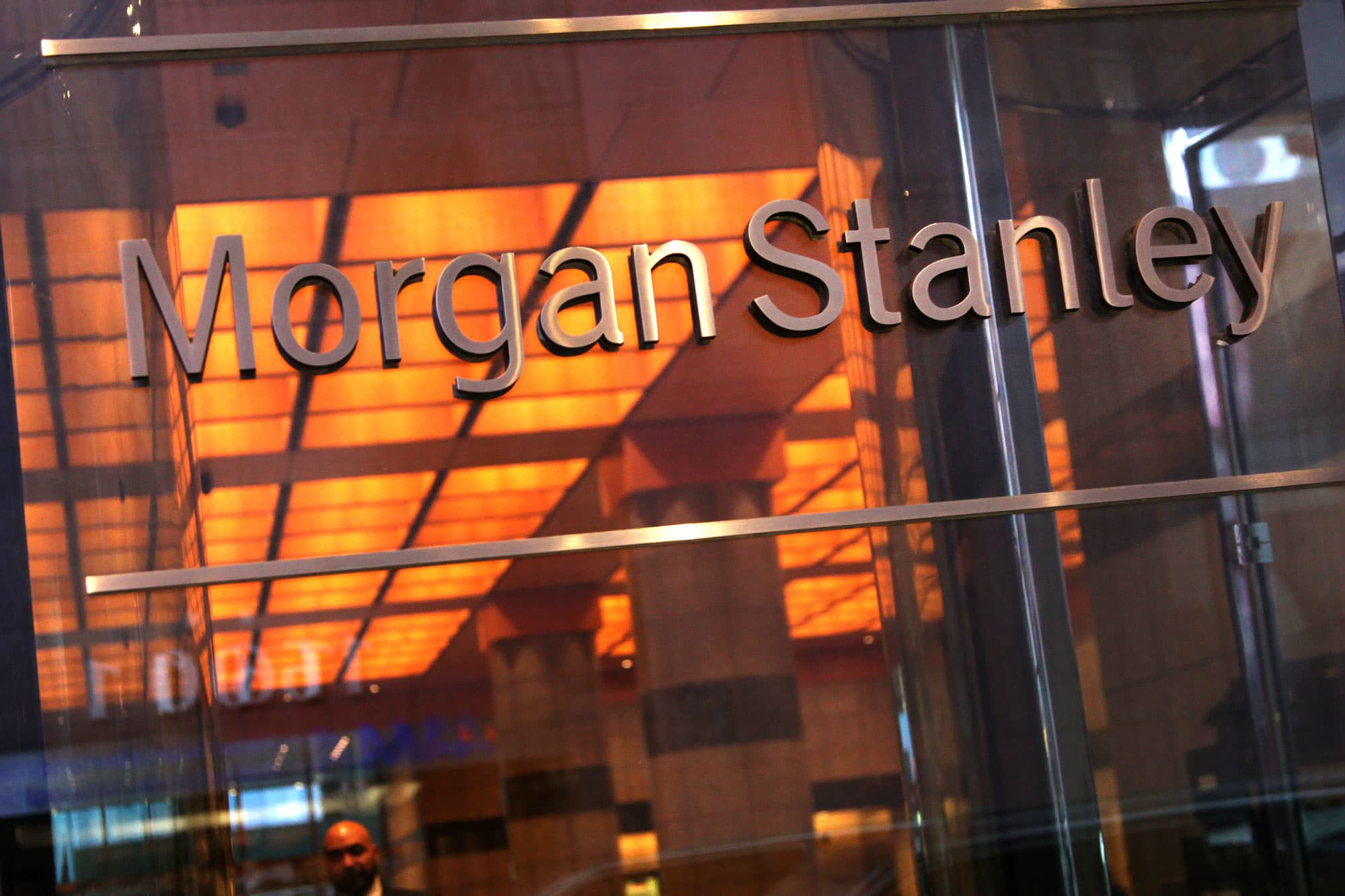 Morgan Stanley lowers commissions on ETFs, stocks in brokerage accounts
