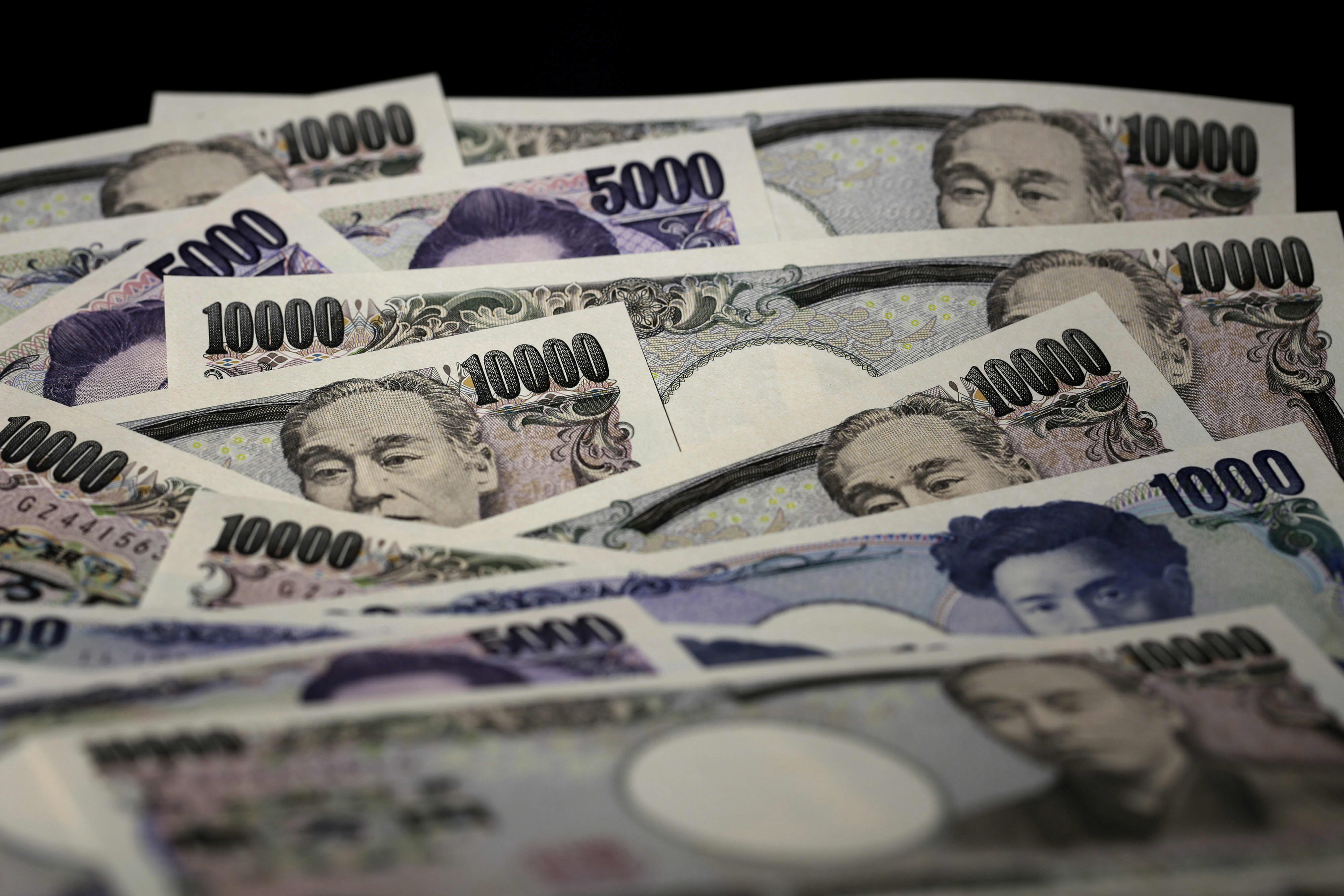 Virus Panic Sends Yen To Seven Week