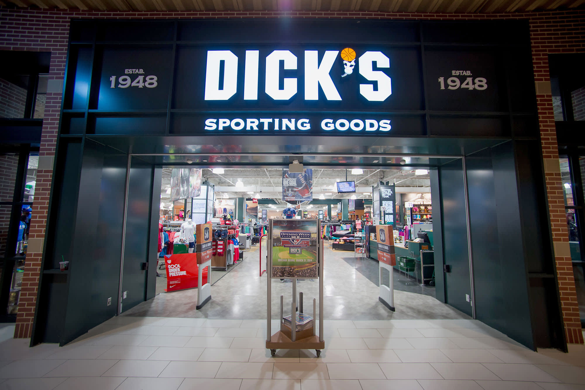classic fit 4763a e7338 Dick's Sporting Goods shares crater as company cuts 2017 ...