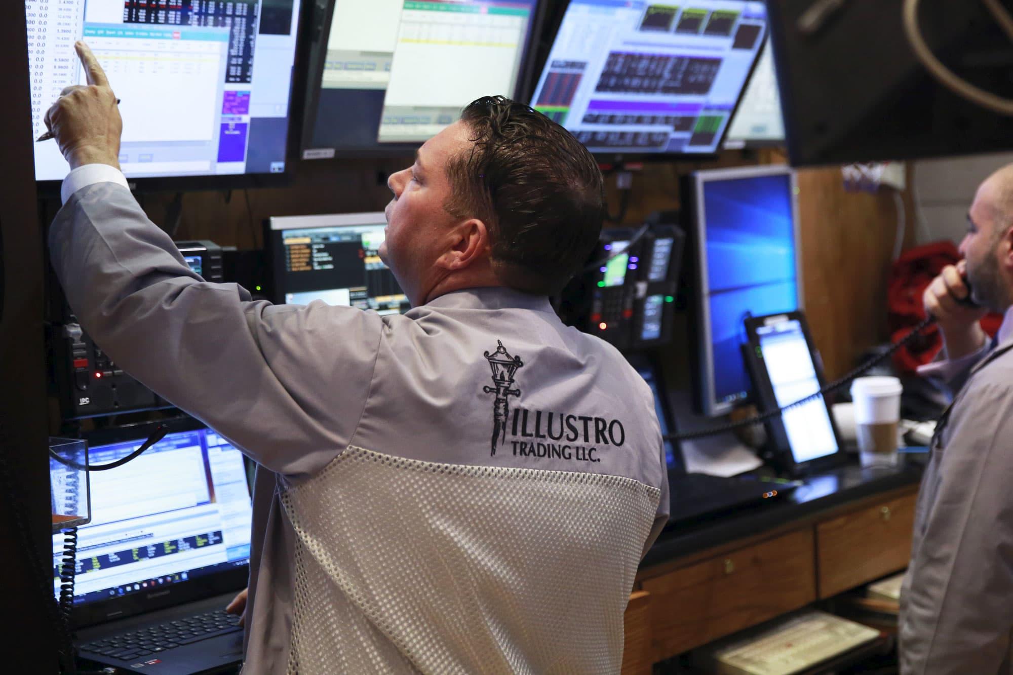 Nasdaq 100 futures down 1% as Apple falls on earnings