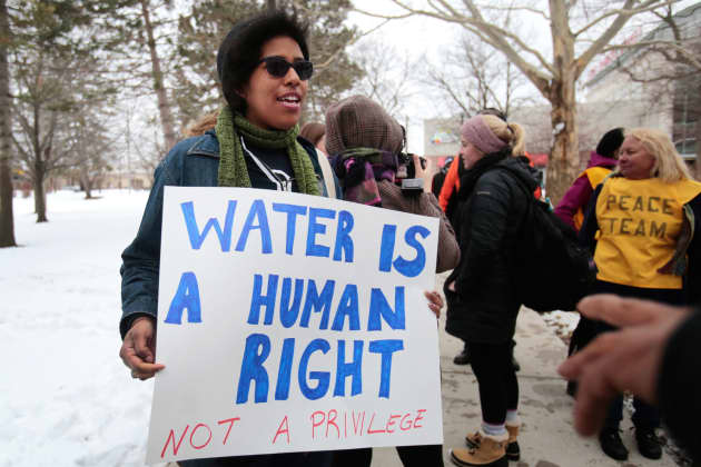RT: Protesters demonstrate Flint Michigan water 160306