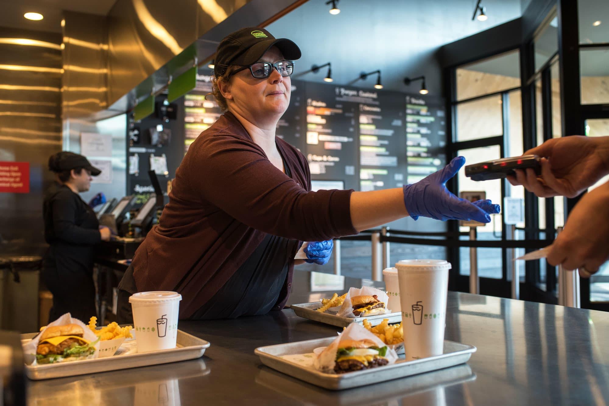 Restaurants take aim at improving manager turnover rates