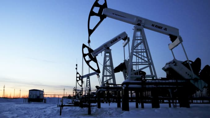 Oil drops as Trump signals Iran nuclear deal agreement with