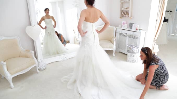 Wedding Dresses Online Shopping.Buying Wedding Dresses Online More Brides Are Leaving Physical