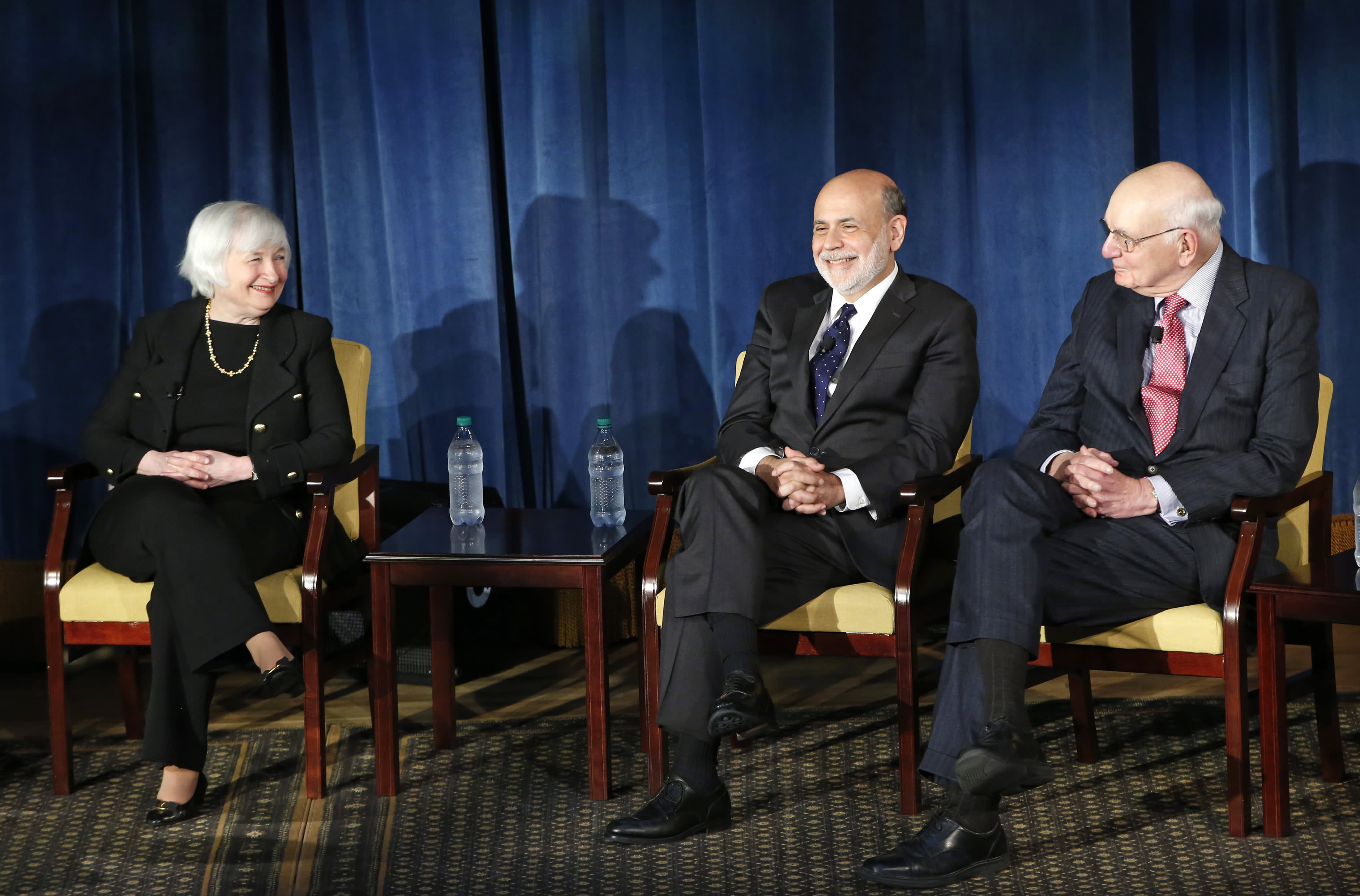Former Fed chairs Volcker, Greenspan, Bernanke and Yellen call for independent central bank
