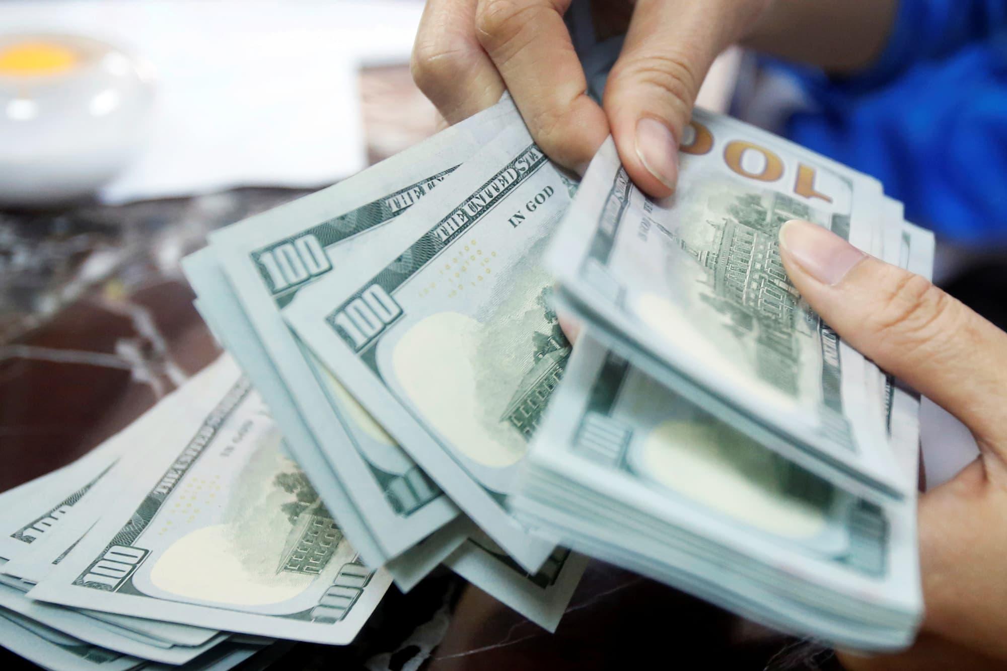 RT: Dollars cash 100 dollar bills 160516