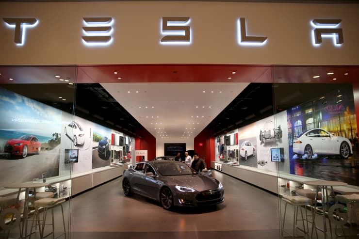 Subs: Tesla Store in the Dadeland Mall, Miami, FL