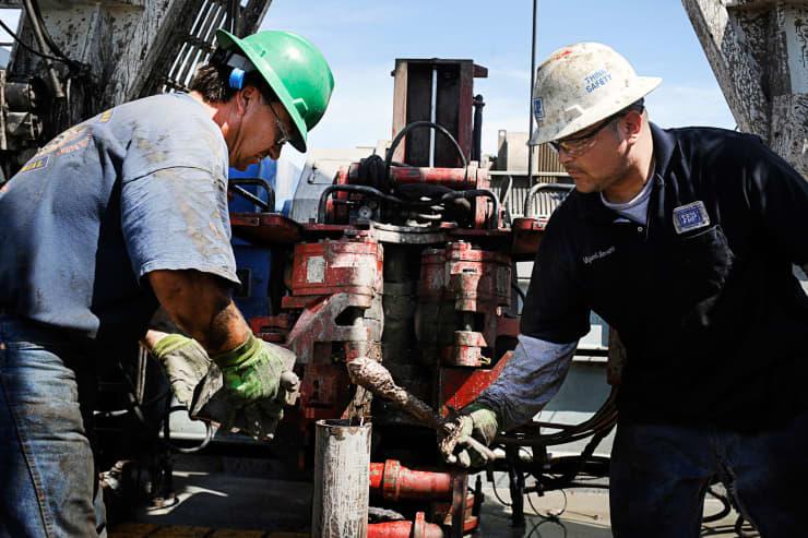 GP: Oil workers Noble Energy 100729