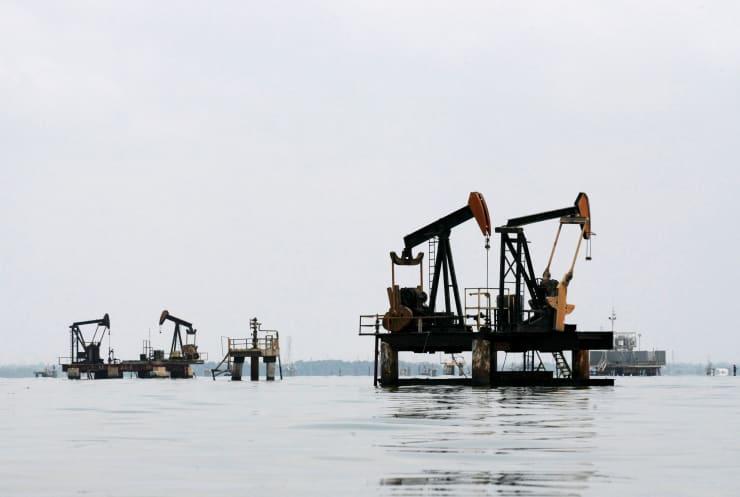RT: Venezuela oil pumps over water 150520
