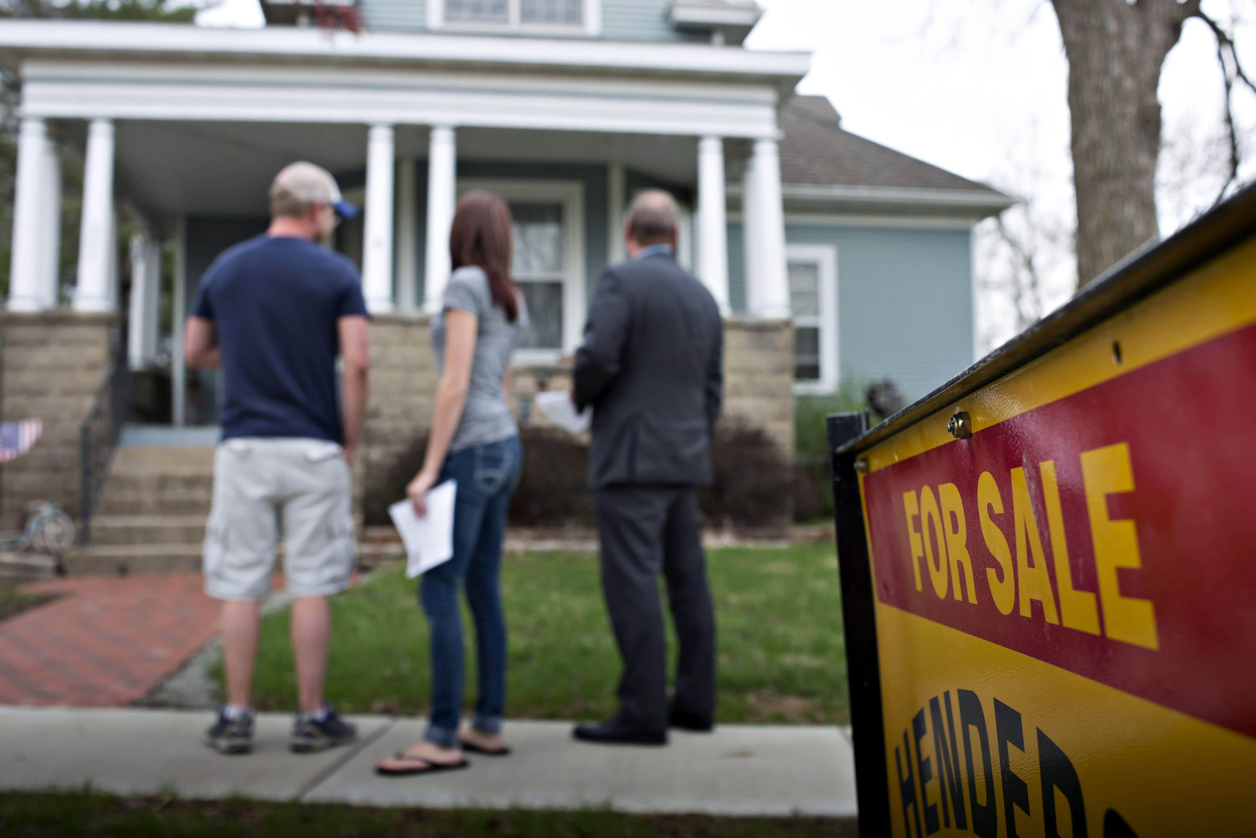 Mortgage refinances surge 8%, as rates fall to the lowest level since January 2018