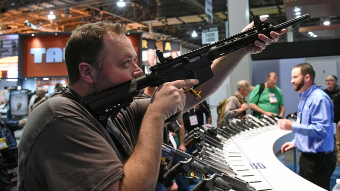 Wall Street has a hard time dumping the gun industry