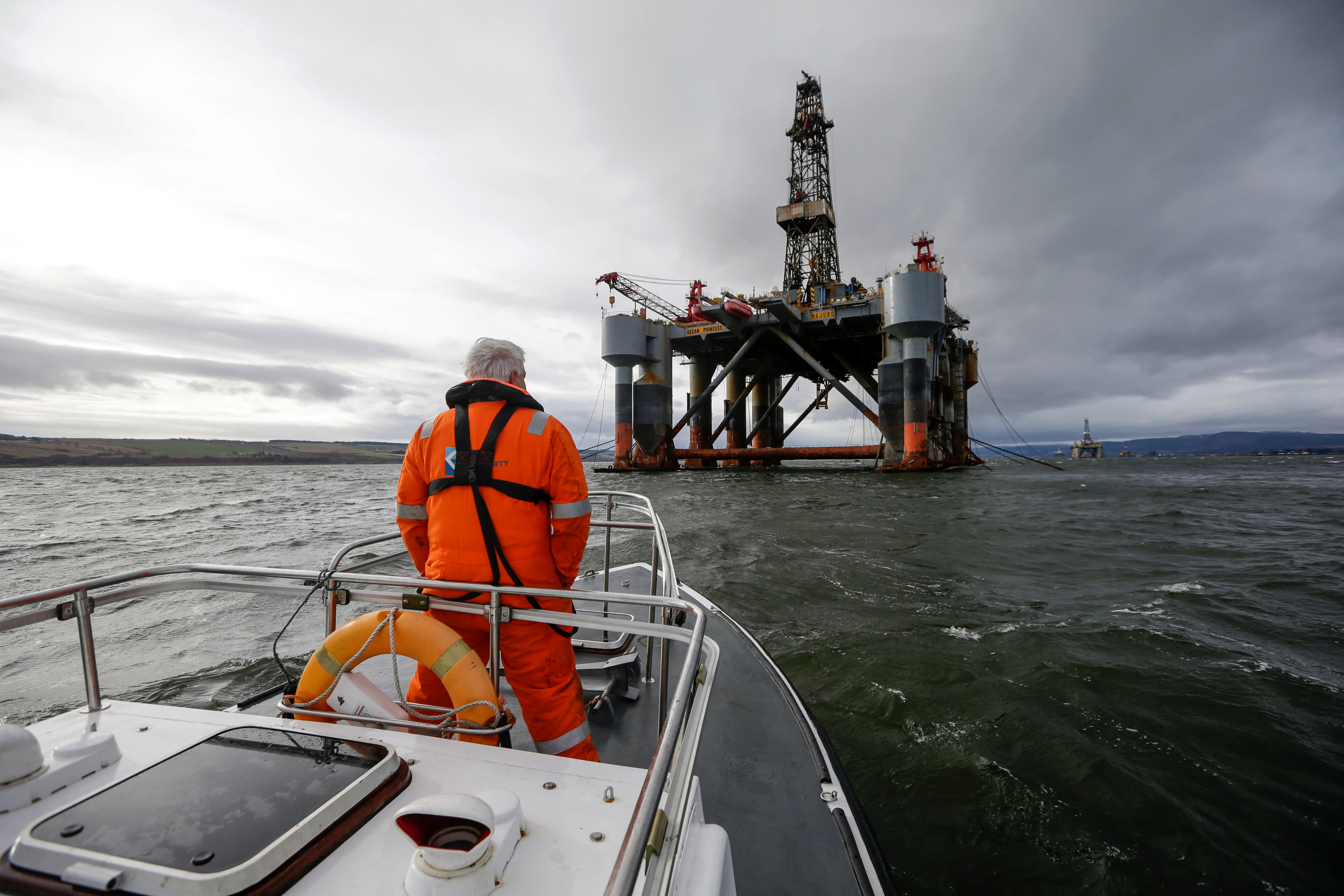 GP: Offshore oil rig Port of Cromarty Firth in Cromarty, U.K