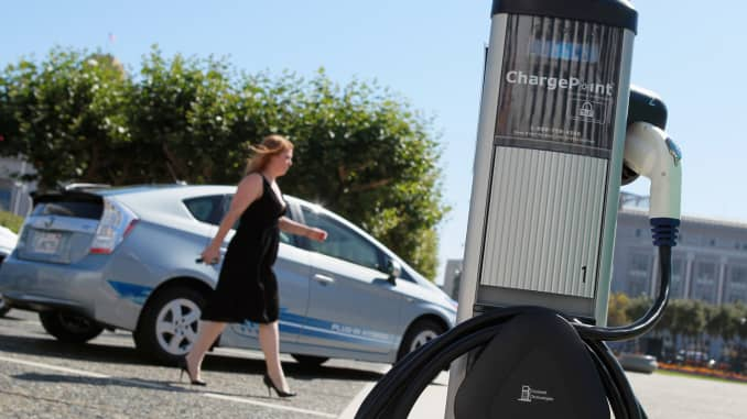 Aaa Says Americans Warm To Electric Cars But Most Aren T