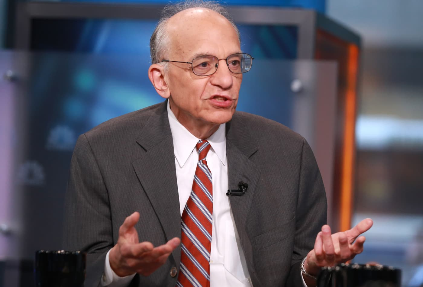 Wharton's Jeremy Siegel says the Fed needs to cut rates: 'This can just snowball'