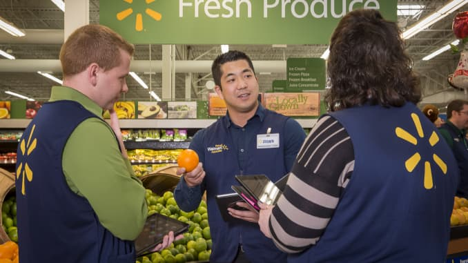 Wal-Mart ups entry-level manager salaries ahead of overtime rule