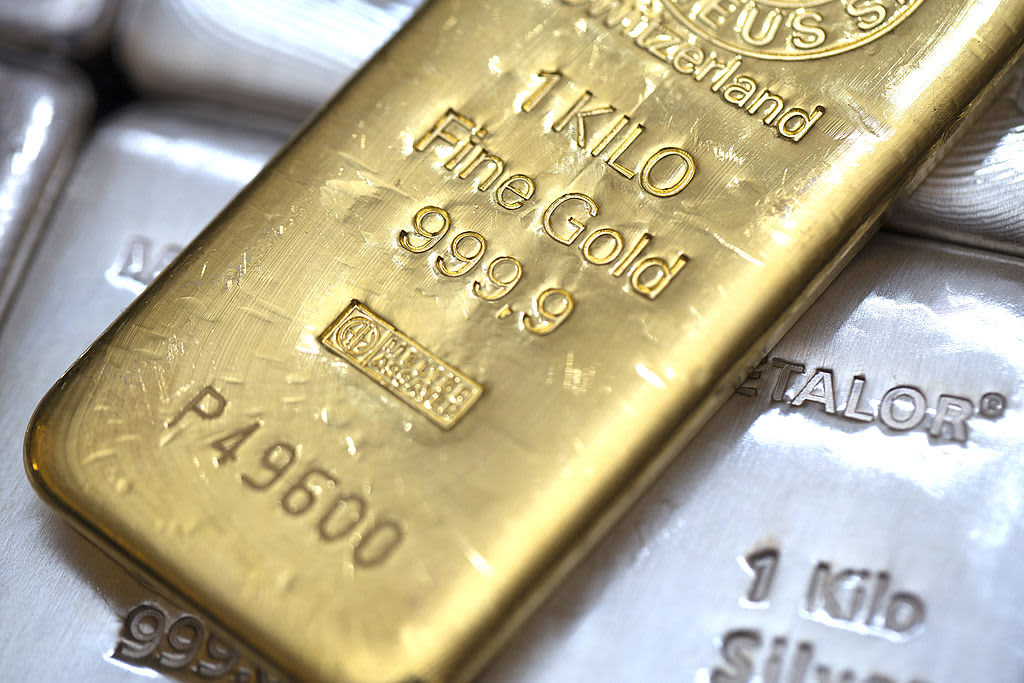 Gold falls as Brexit, China-US trade worries ease