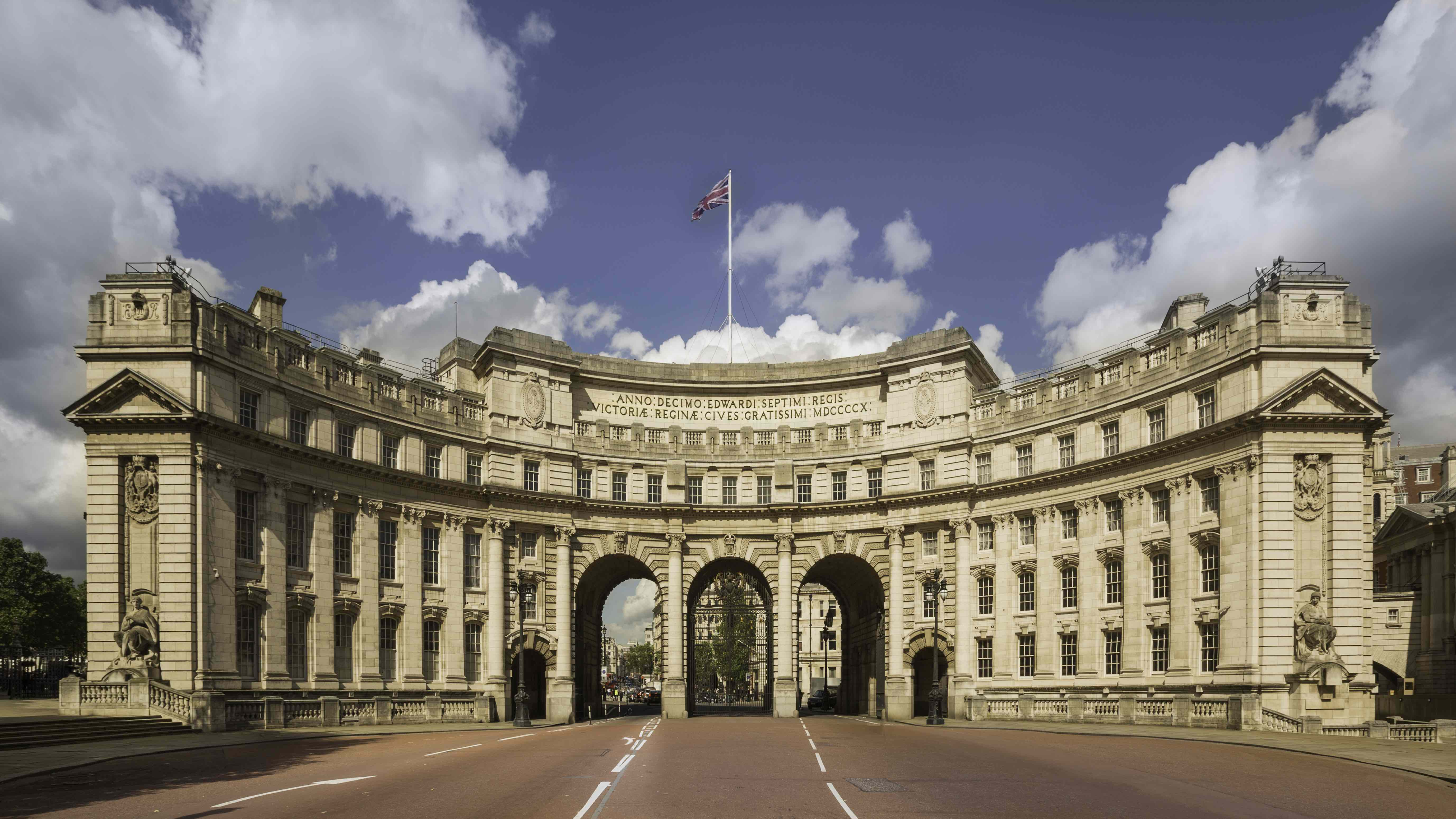 London S First 200m Apartment Property Next To Buckingham Palace For