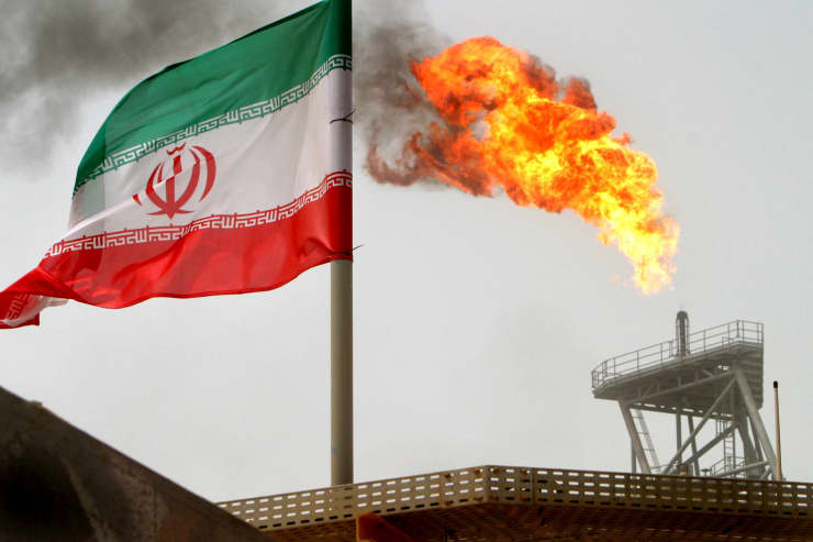 RT: Iran oil platform and Iranian flag 050725