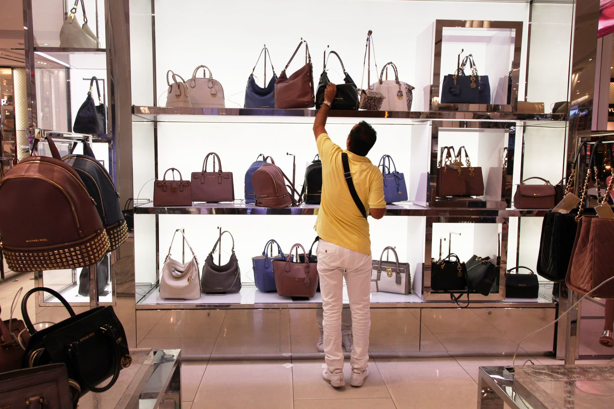Stores Up Michael Brand Is Fed Its Department Kors With Damaging SzGqVUMp