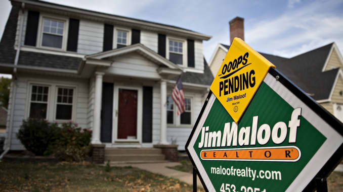 Pending realtor sign