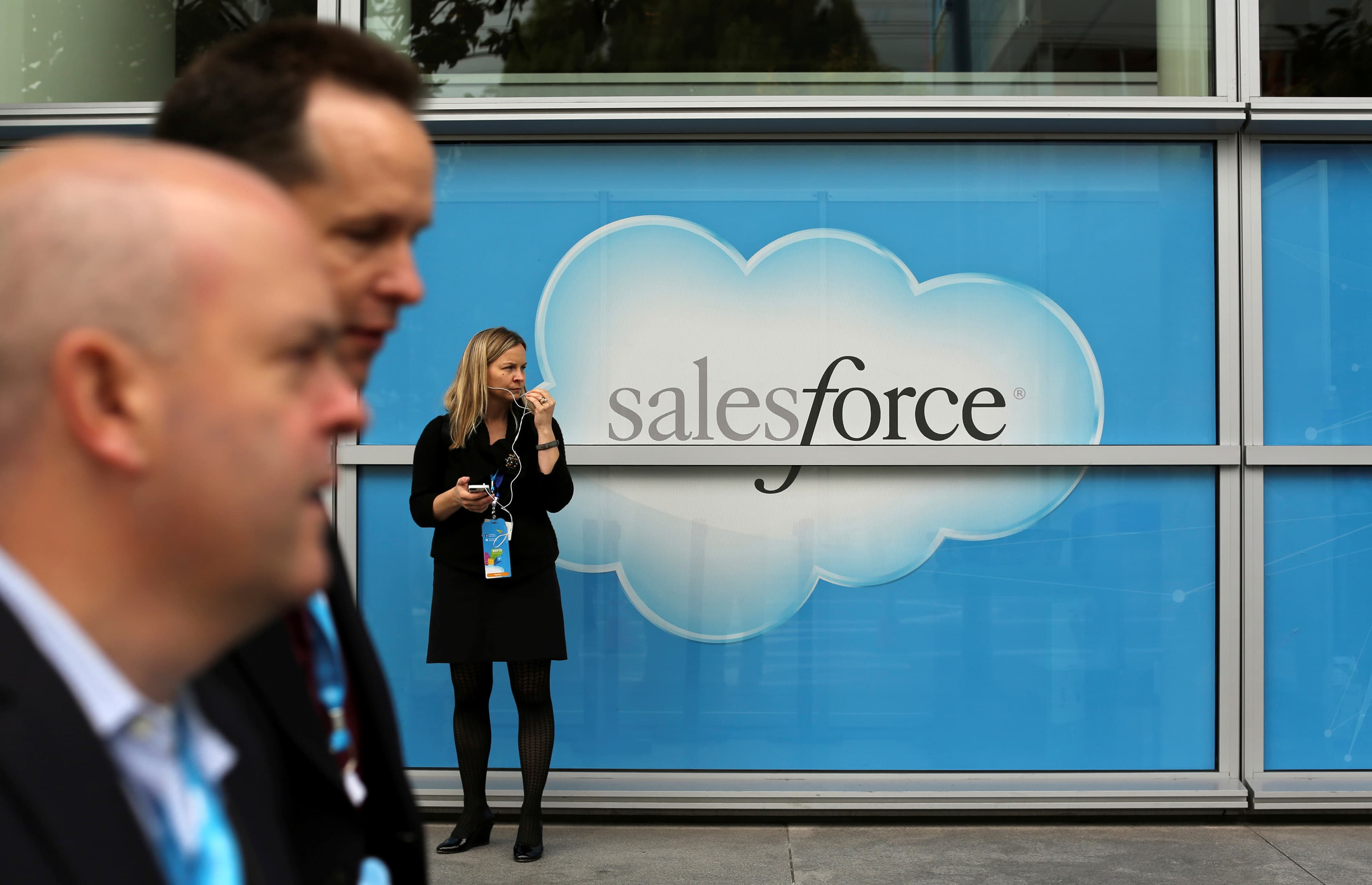 RT: Salesforce, sign, people