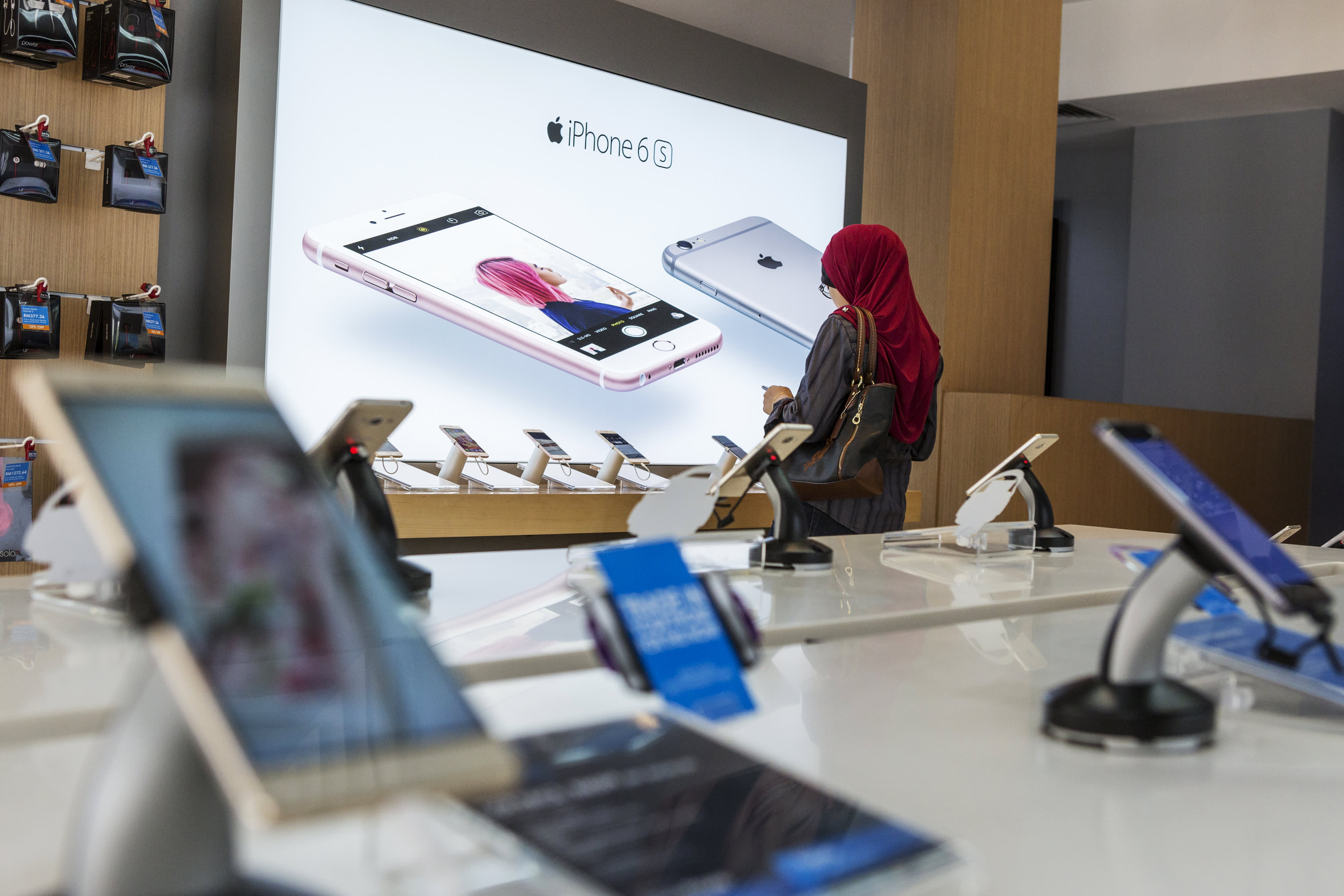 Customer browses an Apple store