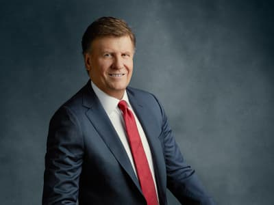 The 65-year old son of father (?) and mother(?) Joe Kernen in 2021 photo. Joe Kernen earned a 3 million dollar salary - leaving the net worth at  million in 2021