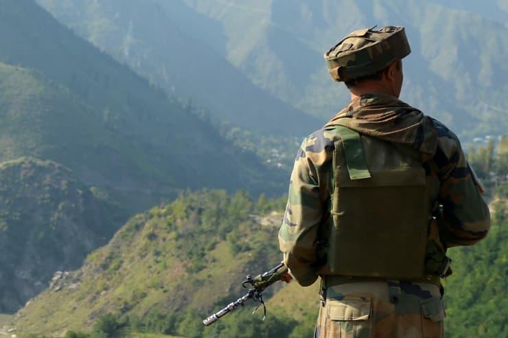 Premium - Indian soldier in Kashmir