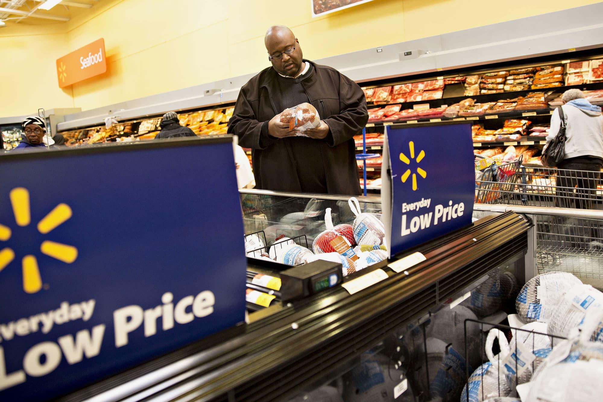 Walmart cuts earnings outlook for 2019