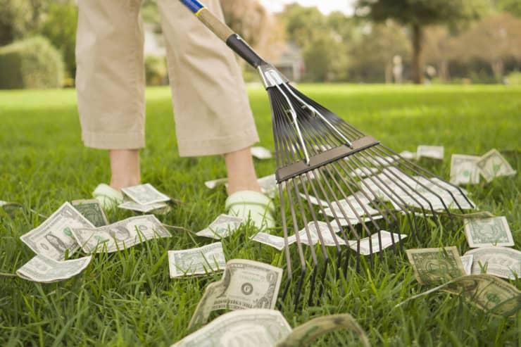 Premium: Woman raking money