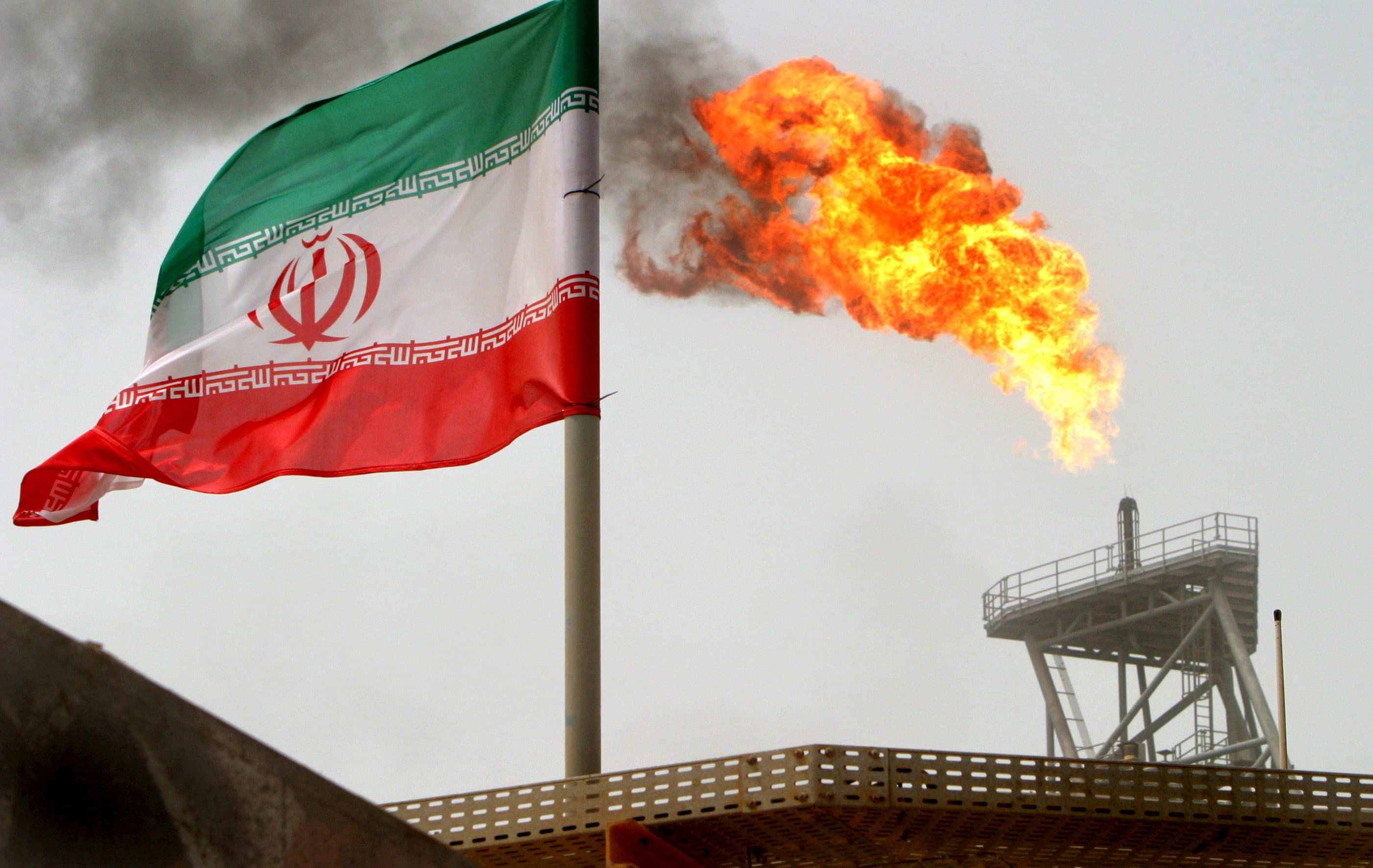 RT: Iran oil refinery Iranian flag Soroush oil fields 050725