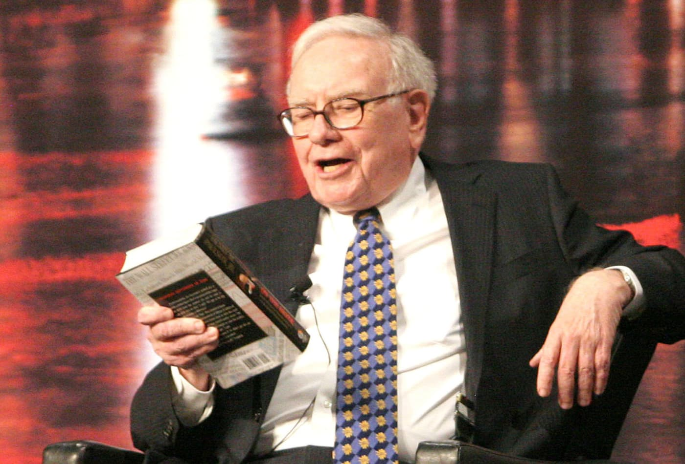 Here's a full list of every book Warren Buffett has recommended this decade—in his annual letters