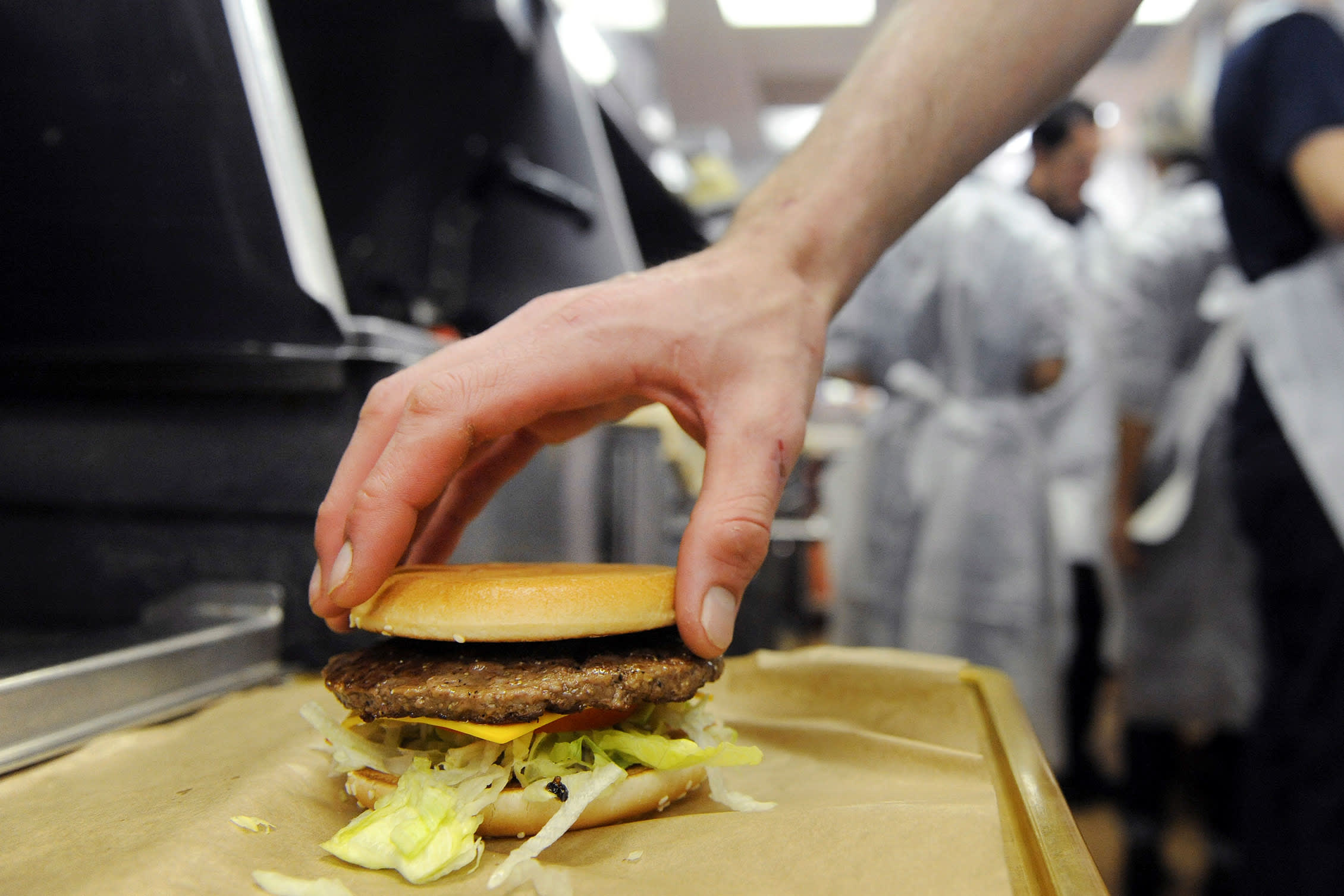 Fresh beef Quarter Pounders help McDonald's gain market share for the first time in 5 years