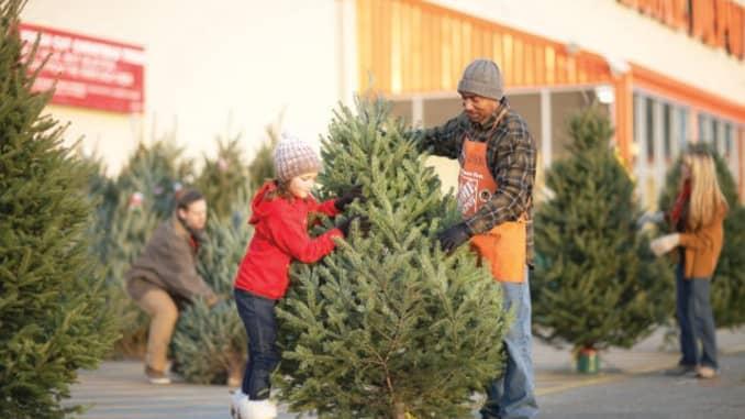Home Depot Christmas Decorations.Home Depot Wants To Grab A Bigger Chunk Of Black Friday