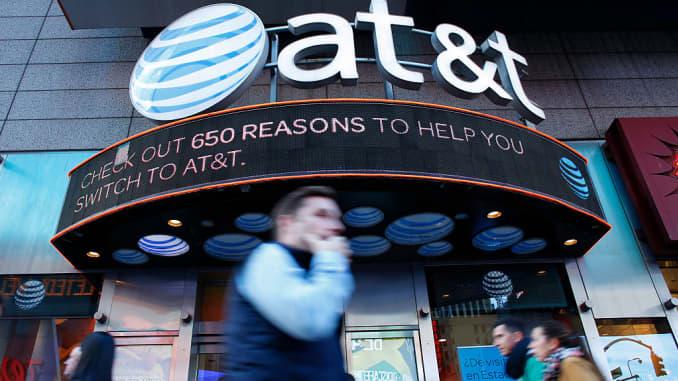 J P  Morgan upgrades AT&T while downgrading its rival Verizon