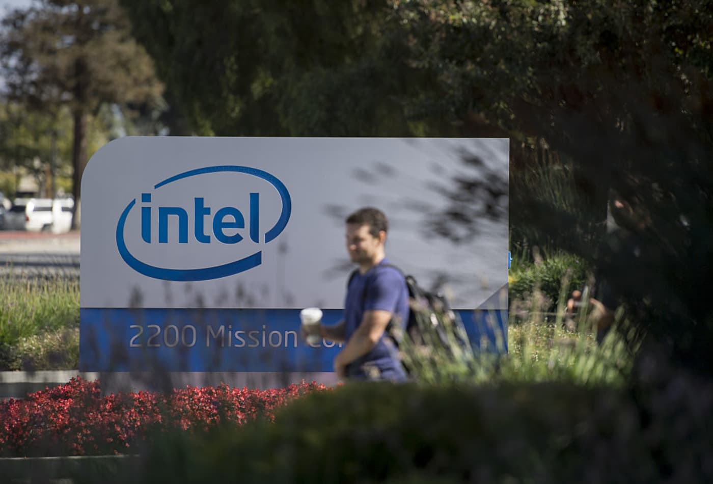 Intel engineering leader Murthy Renduchintala will leave as the company mulls manufacturing shift